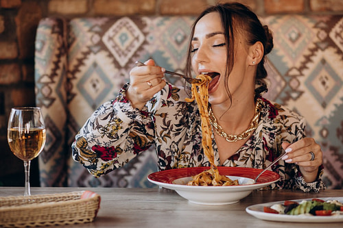 Kuidas teha tervislikke valikuid toidukohtades süües?
